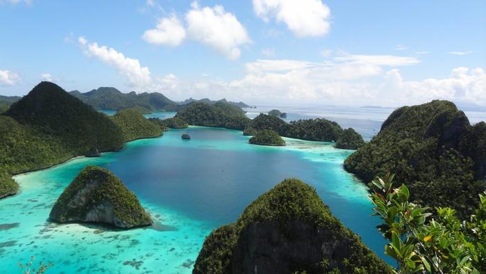 South east asia destinationyacht charter luxury yacht holidays superyacht charter mlkyacht - About us mlkyachts yacht hire and superyacht hire